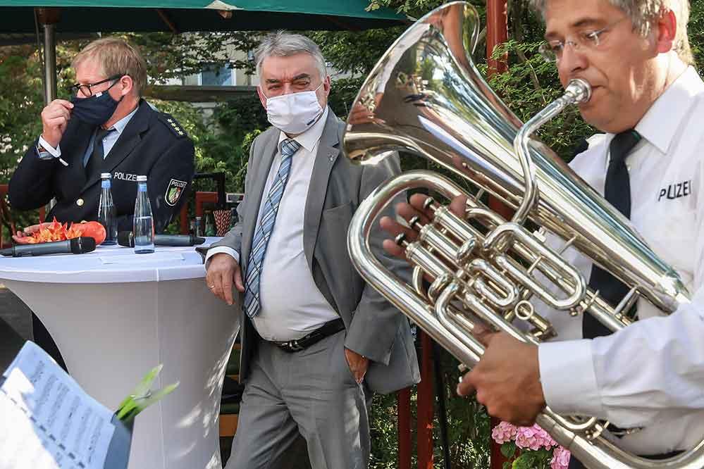 Harmonische Töne und idyllische Atmosphäre beim Besuch von NRW-Innenminister Herbert Reul beim Hofkonzert des Landespolizeiorchesters in der Nordstadt. Da war vom neuen Skandal noch nicht die Rede.
