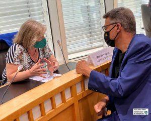 Kaufhof-Betriebsrätin Monika Regens und Wirtschaftsförderer Thomas Westphal im Gespräch. Foto: Alex Völkel
