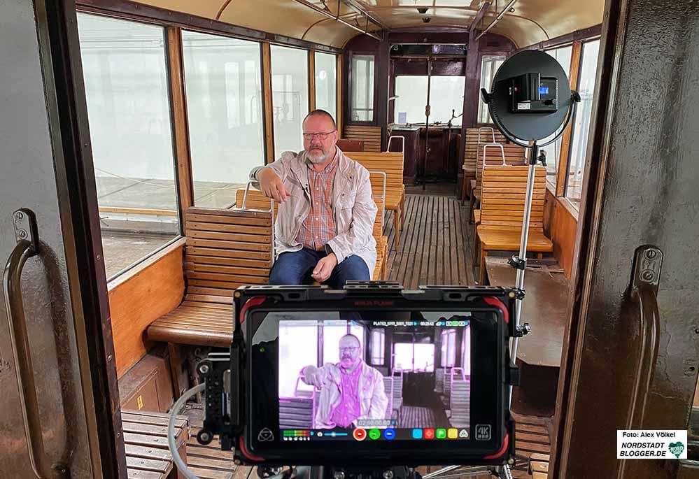 """Heimatforscher Klaus Winter schreibt nicht nur die beliebte Serie """"Nordstadt-Geschichte(n)"""" - anlässlich des Tages des offenen Denkmals bietet er auch eine Videoführung durch das Depot an. Foto: Alex Völkel"""
