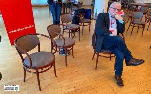 Zwischen allen Stühlen? Der bisherige SPD-Fraktionsvorsitzende Norbert Schilff soll nach dem überraschenden Wahlaus von Birgit Jörder neuer Bürgermeister werden. Foto: Alex Völkel