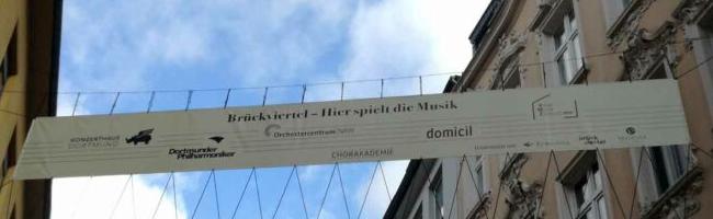 """Neu in der Brückstraße: """"Dieses Banner zeigt auf ästhetisch schöne Weise, das, was hier seit so langem schon ist"""""""