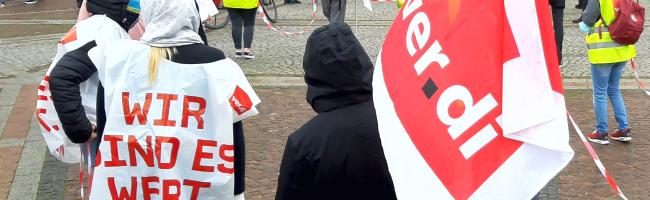 """""""Wer den Konflikt mit uns will, der kriegt ihn, auch mitten in der Pandemie"""" – ver.di-Pflegekräfte streiken in Dortmund"""