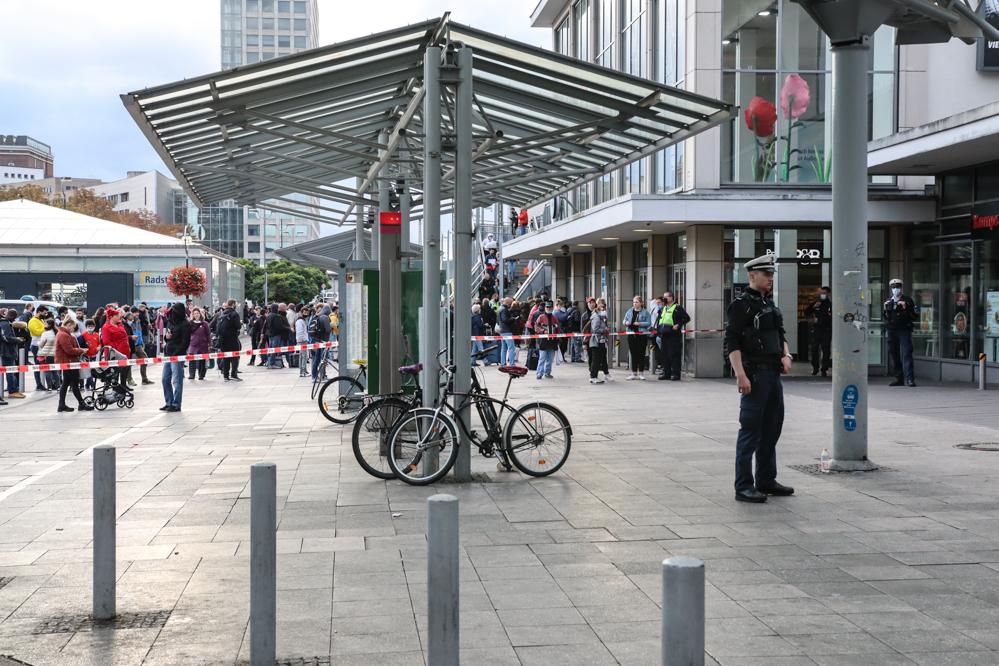 Polizei sperrte den Bahnhof ab.