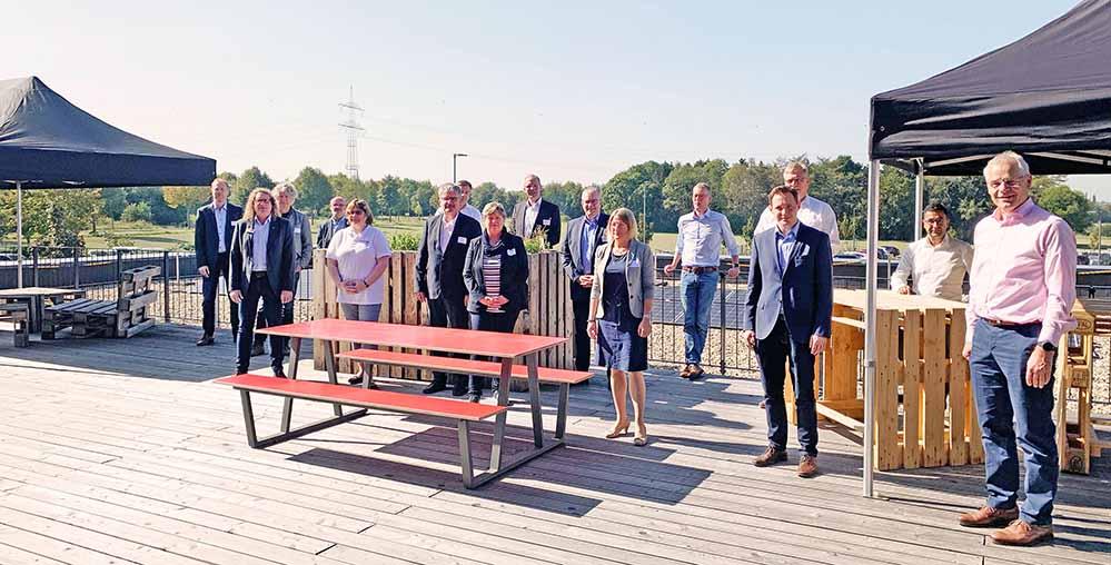 Die Teilnehmer*innen der Fachtagung auf dem Betriebsgelände der Dortmunder Firma Dr. Ausbüttel & Co GmbH. Foto: Sina Levenig