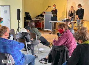 Daniela Pollei und ihre Kolleg*innen (im Hintergrund) stellten das Projekt Jobwinner vor und diskutierten es im Forum.