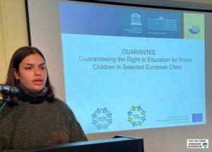 """Yasmin Yusif stellte das Projekt """"GUARANTEE"""" vor, was sich mit dem recht auf Bildung für Kinder beschäftigt."""