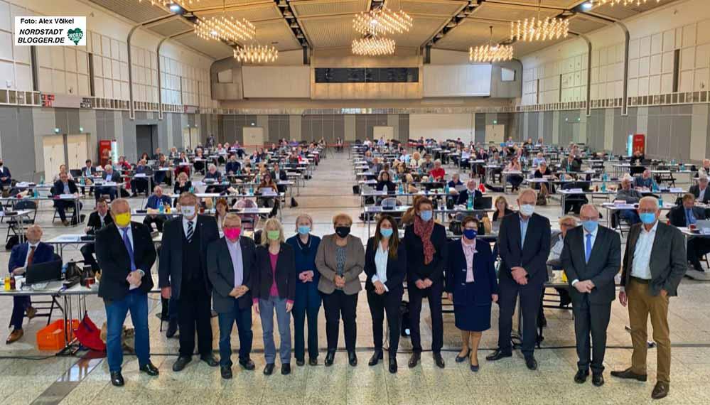 Gruppenbild der (scheidenden) Ausschussvorsitzenden in der Mitte des Rates.