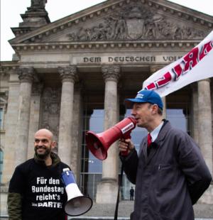 """""""Für den Bundestag reicht's"""" - Marco Bülow hält nun für die """"Die Partei"""" im Bundestag die Fahne hoch. Foto: Paul Gäbler"""