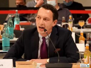 """Matthias Helferich läuft sich - nach dem """"Vorgeplänkel"""" als Sachkundiger Bürger und Bundestagskandidat - perspektivisch als neuer AfD-Frontmann im Rat warn."""