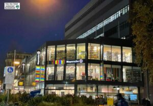 Nach dem Umzug in das ehemalige Schuhhaus Roland steht das bisherige Gebäude der Mayerschen Buchhandlung leer. Foto: Alex Völkel