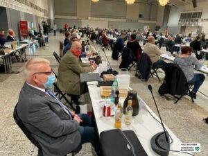 Zu Beginn der Ratssitzung nahm der ehemalige SPD-Fraktionschef Norbert Schilff in der letzten Reihe Platz - am Ende saß er ganz vorne - als 1. Bürgermeister.