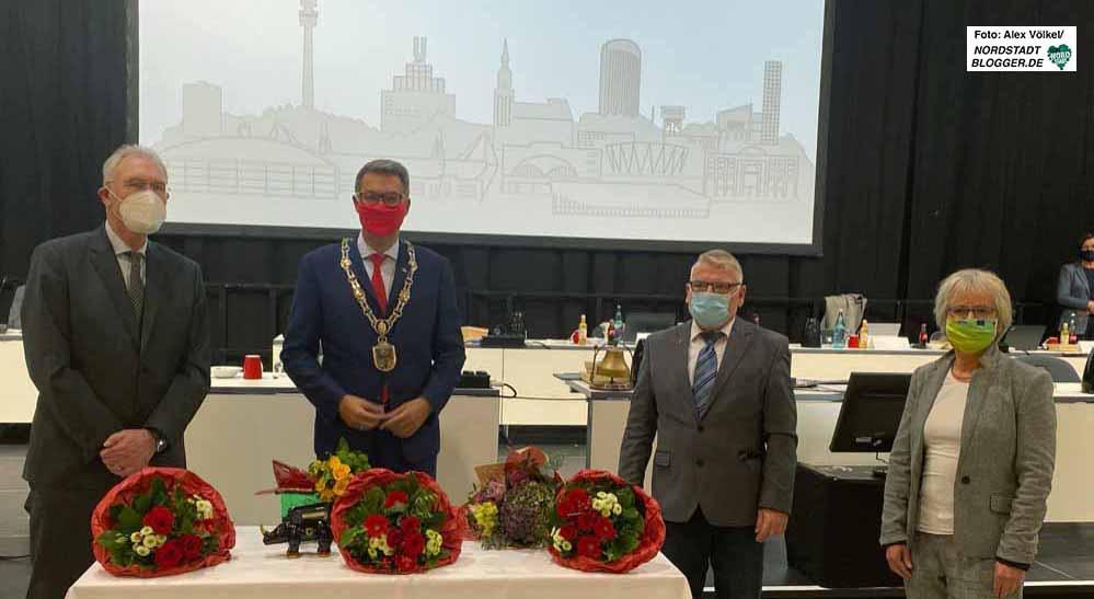 So einträchtig wie das Gruppenfoto war der Weg dahin nicht: Der 3. Bürgermeister Ulrich Monegel (CDU), OB Thomas Westphal (SPD), 1. Bürgermeister Norbert Schilff (SPD) und 2. Bürgermeisterin Barbara Brunsing (Grüne).