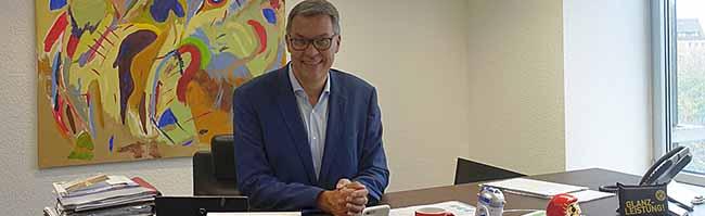 Thomas Westphal nimmt Arbeit als neuer Oberbürgermeister der Stadt auf – erste PK im Volkswohl-Provisorium am Südwall