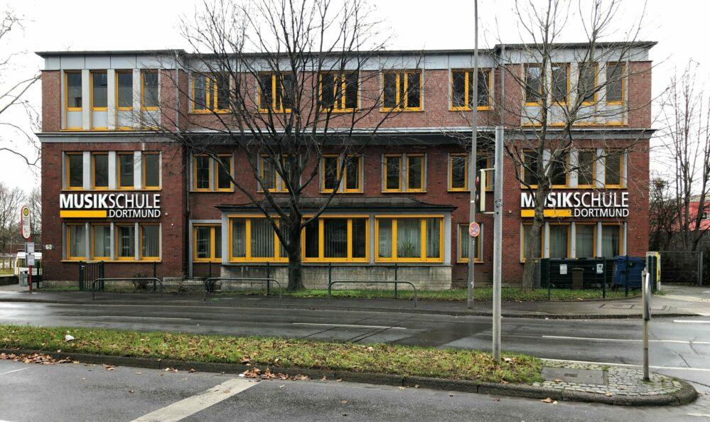 An der Stelle der kriegszerstörten Börse entstand die Musikschule.