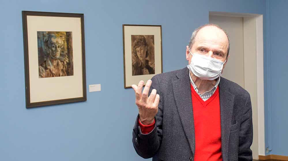 Kurator Dr. Eckhart Gillen in der Ausstellung. Fotos (2): Torsten Tullius