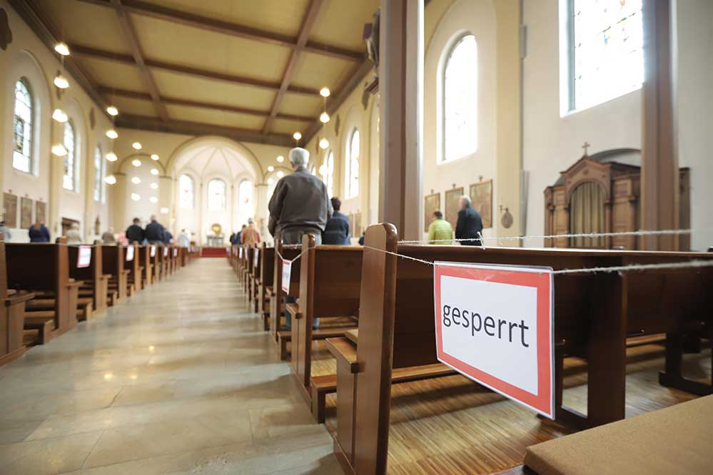 Gottesdienste wären zwar erlaubt - dennoch verzichten viele Gemeinden darauf, sie in Präsenz zu veranstalten.