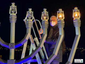 Polizeipräsident Gregor Lange entzündete eine Kerze.