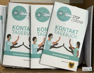 Die Stadt verteilt kostenlos die Corona-Kontakt-Tagebücher, um eine Nachverfolgung im Fall einer Infektion zu erleichtern. Foto: Alex Völkel