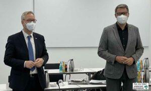 Polizeichef Gregor Lange und OB Thomas Westphal stellten die Pläne für Silvester vor. Foto: Alex Völkel
