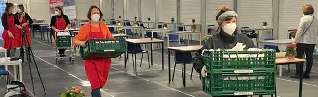 Winternothilfe am Dortmunder U: 200 Ehrenamtliche füllen Frühstücksbeutel und teilen Abendessen aus