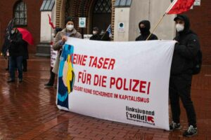 """""""Keine Taser für die Polizei"""" lautet die Botschaft von Solid. Foto: David Peters"""