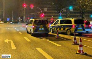 Die Polizei sperrte erneut Spuren und Straßen. Foto: Alex Völkel
