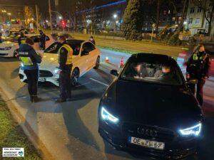 """Erneut aus vielen Teilen in NRW kamen die Fahrzeuge, mit denen die Halter in Dortmund """"Party"""" machen soll(t)en. Foto: Alex Völkel"""