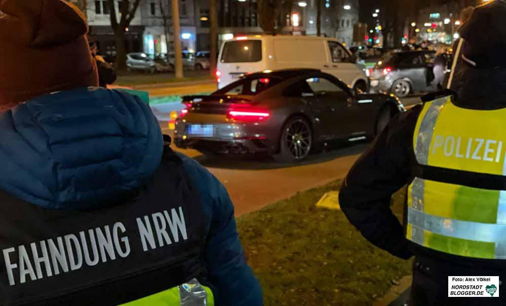 Der Behördeneeinsatz gegen die Raser-, Tuner- und Event-Szene am Wallring geht weiter. Foto: Alex Völkel