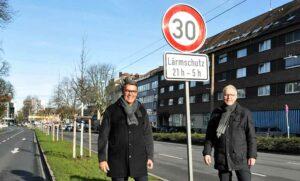 Tempo 30 auf dem Wall: Oberbürgermeister Thomas Westphal und Polizeipräsident Gregor Lange. Foto: Anja Kador