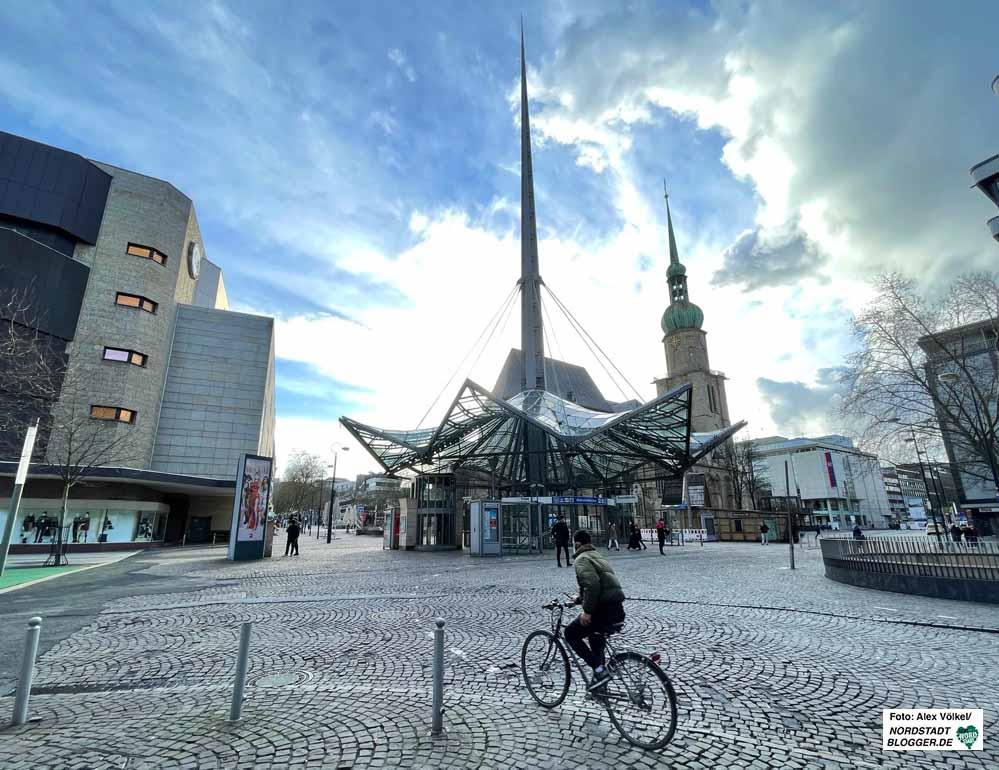 Die Neugestaltung des Platzes um den Pylon muss die Stadt aus eigener Tasche finanzieren. Foto: Alex Völkel