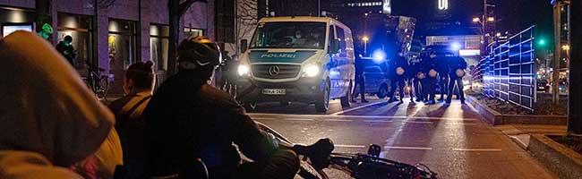 Nach Waffenfund bei Autokorso von Impfgegner*innen prüft die Polizei verschärfte Maßnahmen für nächste Demo