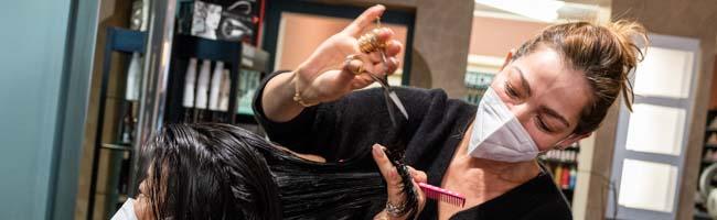 Friseursalons in Dortmund begrüßen die ersten Kund*innen: Auflagen, Unsicherheit, aber auch viel Zuversicht