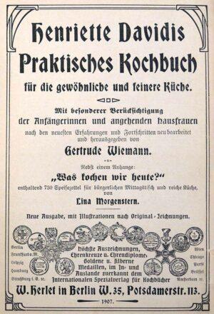 """Foto ihres """"Praktischen Kochbuchs"""" aus dem Bestand des Kochbuchmuseums. Fotos: Stadt Dortmund"""