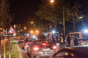 Am Freitag gab es noch deutlich mehr zu tun für die Polizei - doch ab Mitternacht kehrte Ruhe ein. Foto: Alix von Schirp