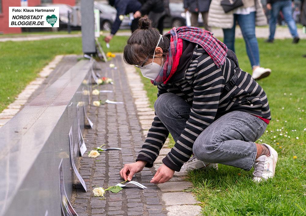 15. Jahrestag der Ermordung von Mehmet Kubasik. Circa 150 Menschen gedenken der Ermordung von Mehmet Kubasik durch den NSU am Mahmal für die Toten des NSU an der Steinwache. Foto: Klaus Hartmann