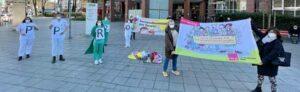 Eine symbolische Protestaktion fand am Klinikum Mitte statt. Fotos: Alex Völkel