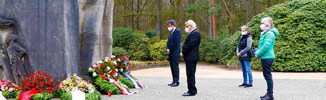 Stilles Gedenken an Dortmunder Karfreitagsmorde der Nationalsozialisten in Rombergpark und Bittermark
