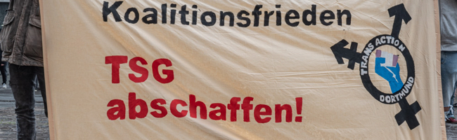 Rund 150 Menschen demonstrierten am Mittwochabend in Dortmund für mehr Selbstbestimmung von Trans*personen