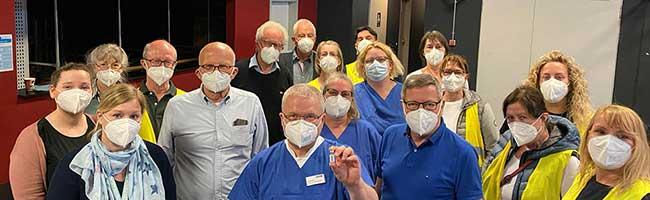 """Corona-Impfungen für """"Gast-Haus""""-Besucher*innen im FZW: 150 Gäste nahmen das Angebot bereits am ersten Tag an"""
