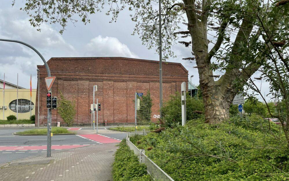 Westfassade der Weichenbauhalle der Maschinenfabrik Deutschland, 2021