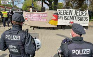Lautstark hielt die Antifa gegen die Neonazis und ihre Kundgebung. Foto: Alex Völkel