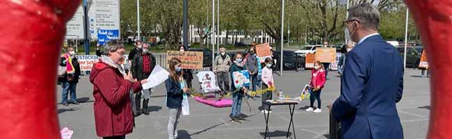 Online-Petition mit fast 1.700 Unterschriften für Fortbestand des Freibads Stockheide an OB Westphal übergeben