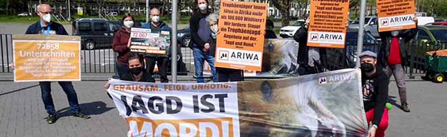 """Messe """"Jagd und Hund"""": """"Animal Right Watchers"""" sammeln satte 73.000 Unterschriften gegen Trophäenjagden"""