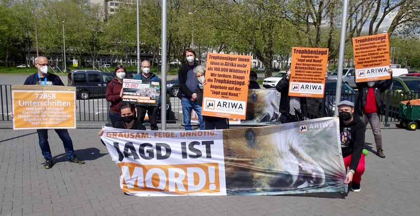 Die Aktiven demonstrierten vor der Westfalenhalle. Fotos. Marius Schwarze
