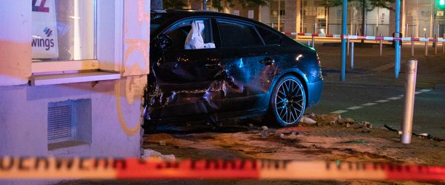 """Unbeteiligte bei einem """"Kopf-an-Kopf-Rennen"""" verletzt – Polizei ermittelt wegen illegaler Autorennen"""