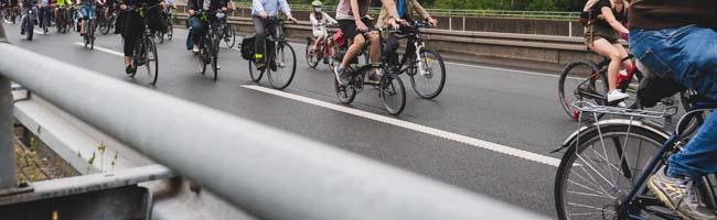 """3000 Fahrräder auf B1 und B54: """"Fridays for Future"""" und """"Aufbruch Fahrrad"""" demonstrieren für Radweg-Ausbau"""