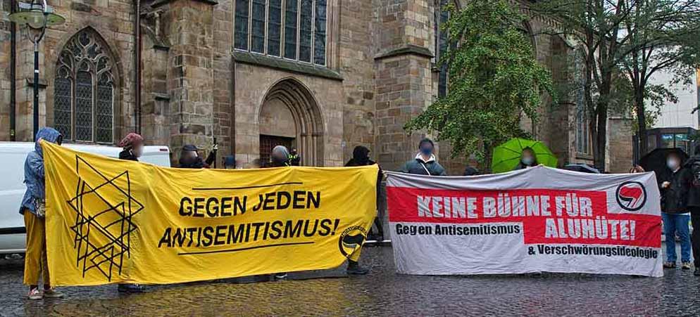 """Antisemitismus gibt es in vielen Varianten - bei Anti-Israel-Protesten wie auch bei """"Querdenkern"""". Foto: David Peters"""