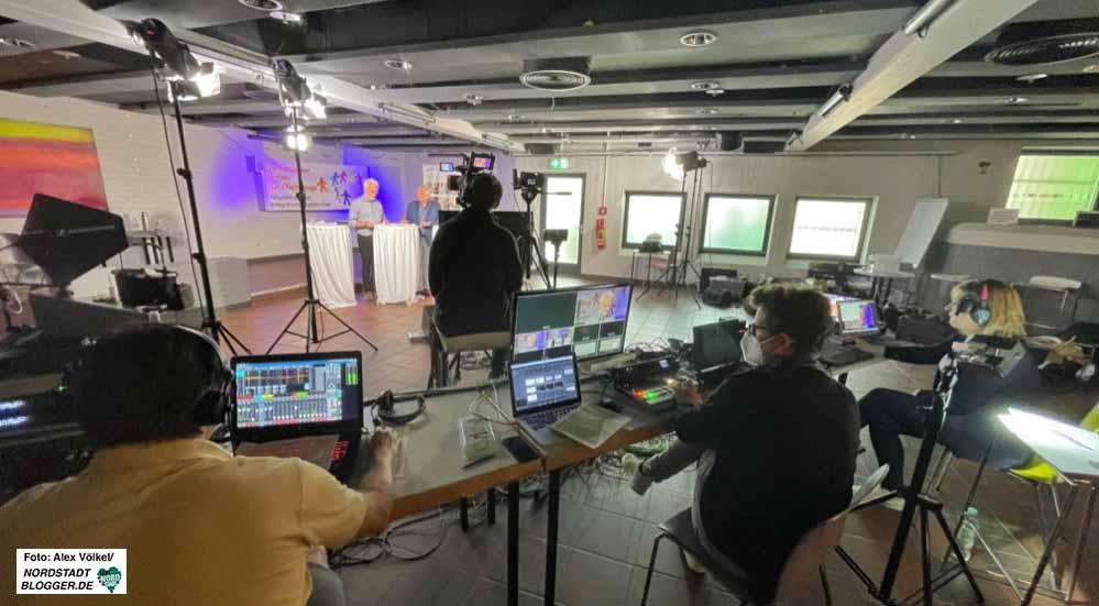 """Das 8. Forum fand online statt - das """"Sendestudio"""" war im Dietrich-Keuning-Haus. Fotos: Alex Völkel"""
