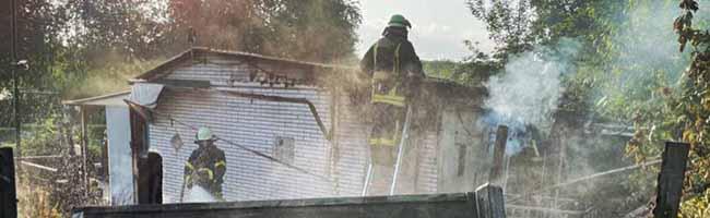 Rauch über dem Hafen: Laubenbrand in der KGA Westerholz