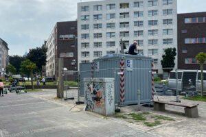 Mittlerweile wurde auch eine mobile Videoüberwachungsanlage auf dem Mehmet-Kubaşık-Platz aufgestellt. Foto: David Peters